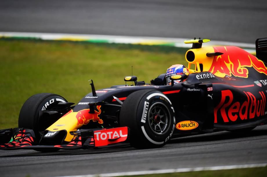 O piloto Daniel Ricciardo, da equipe Red Bull, durante o treino classificatório para o Grande Prêmio do Brasil de Fórmula 1, realizado no Autódromo de Interlagos, zona sul de São Paulo (SP) - 12/11/2016