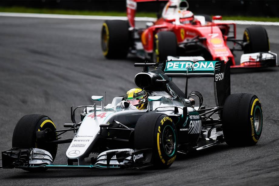O piloto britânico Lewis Hamilton, da equipe Mercedes, durante o treino classificatório para o Grande Prêmio do Brasil de Fórmula 1, realizado no Autódromo de Interlagos, zona sul de São Paulo (SP) - 12/11/2016