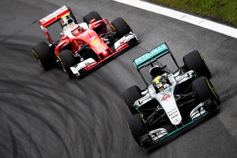 Os pilotos Lewis Hamilton e Kimi Raikkonen, durante o treino classificatório para o Grande Prêmio do Brasil de Fórmula 1, realizado no Autódromo de Interlagos, zona sul de São Paulo (SP) - 12/11/2016