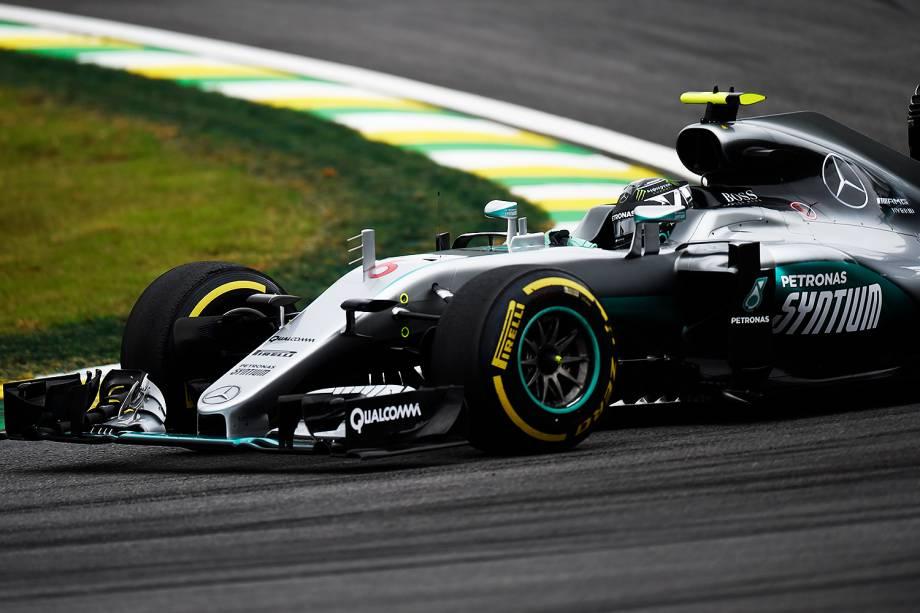 O piloto Nico Rosberg, da equipe Mercedes, durante o treino classificatório para o Grande Prêmio do Brasil de Fórmula 1, realizado no Autódromo de Interlagos, zona sul de São Paulo (SP) - 12/11/2016