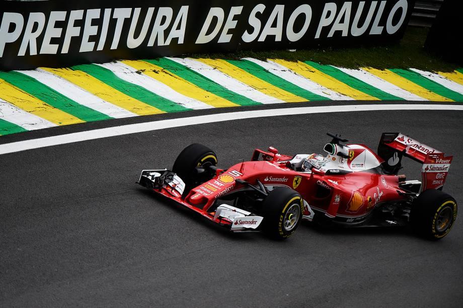O piloto alemão Sebastian Vettel, da equipe Ferrari, durante treino classificatório para o Grande Prêmio do Brasil de Fórmula 1, realizado no Autódromo de Interlagos, zona sul de São Paulo (SP) - 12/11/2016