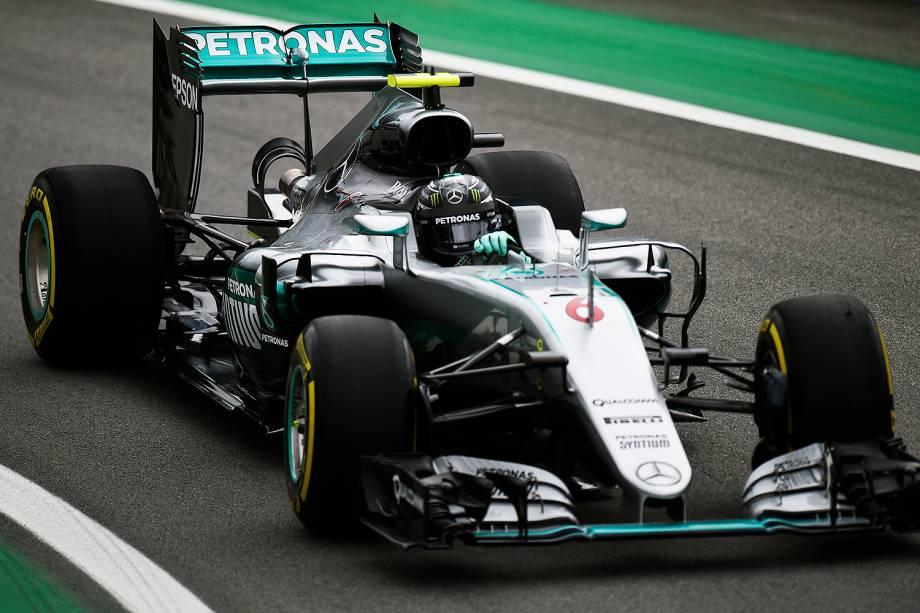 O piloto alemão Nico Rosberg, da equipe Mercedes, durante treino classificatório para o Grande Prêmio do Brasil de Fórmula 1, realizado no Autódromo de Interlagos, zona sul de São Paulo (SP) - 12/11/2016
