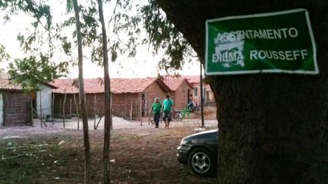 Placa na entrada da Vila Dilma Rousseff, invasão de casabres na Zona Norte de Teresina (PI) - Felipe Frazão/VEJA.com