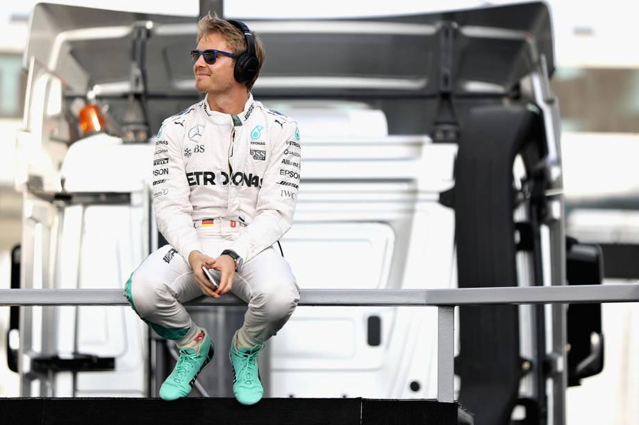 Nico Rosberg, piloto alemão da Mercedes, aguarda começo da corrida em Abu Dhabi, no circuito de Yas Marina, nos Emirados Árabes - 27/11/2016