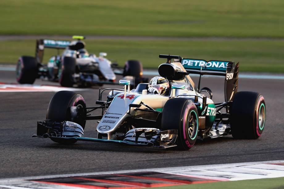 Lewis Hamilton compete pelo Grand Prix de Formula 1 em Abu Dhabi, Emirados Árabes - 27/11/2016