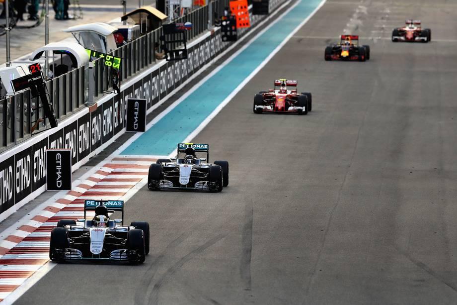 Lewis Hamilton, Nico Rosberg e o finlandês, Kimi Raikkonen, competem pelo Grand Prix de Formula 1 em Abu Dhabi, Emirados Árabes - 27/11/2016