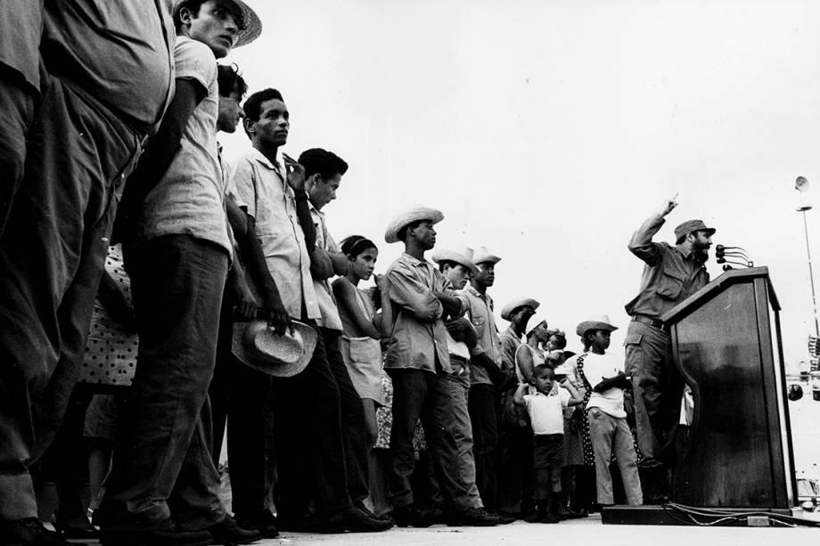 Então primeiro-ministro de Cuba é fotografado por cidadão cubano durante inflamado discurso em 1965