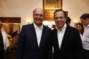 Parabéns a você: Alckmin prestigia aniversário