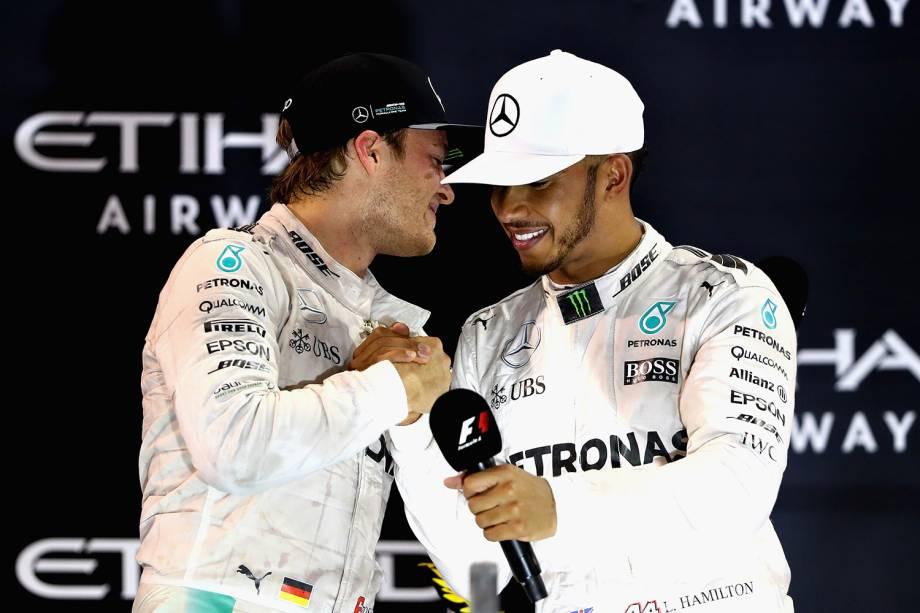 Alemão Nico Rosberg e inglês Lewis Hamilton comemoram título da Formula 1 em Abu Dhabi - 27/11/2016