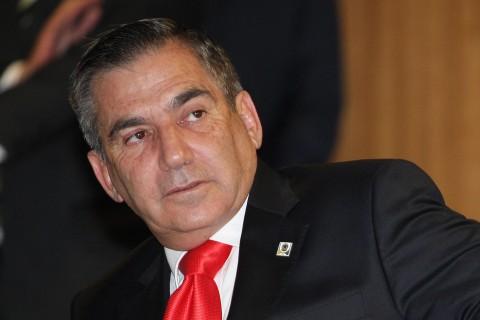 Carvalho, o gravata vermelha: discurso desta quarta incentiva a baderna