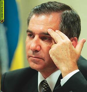 Gilberto Carvalho mão na testa