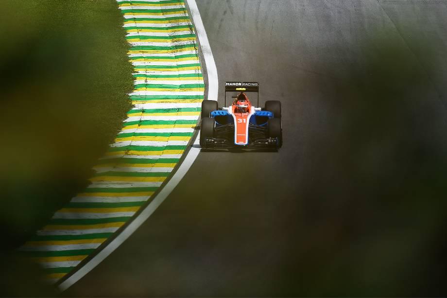 O piloto Esteban Ocon no primeiro dia de treino livre para o Grande Premio do Brasil de Formula 1 2016 realizada no Autódromo de Interlagos - 11/11/2016