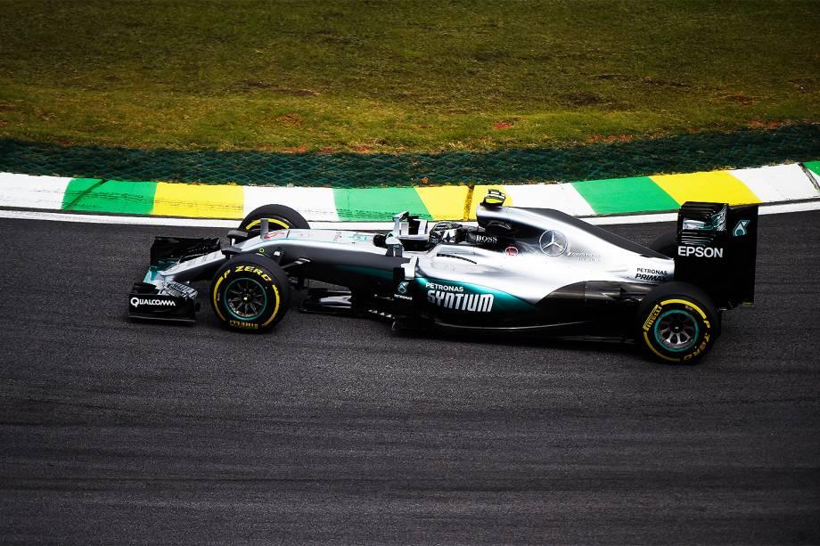 O piloto britânico Lewis Hamilton, da Mercedes, durante treino livre para o Grande Prêmio Brasil de Fórmula 1, no Autódromo de Interlagos, na zona sul de São Paulo - 11/11/2016