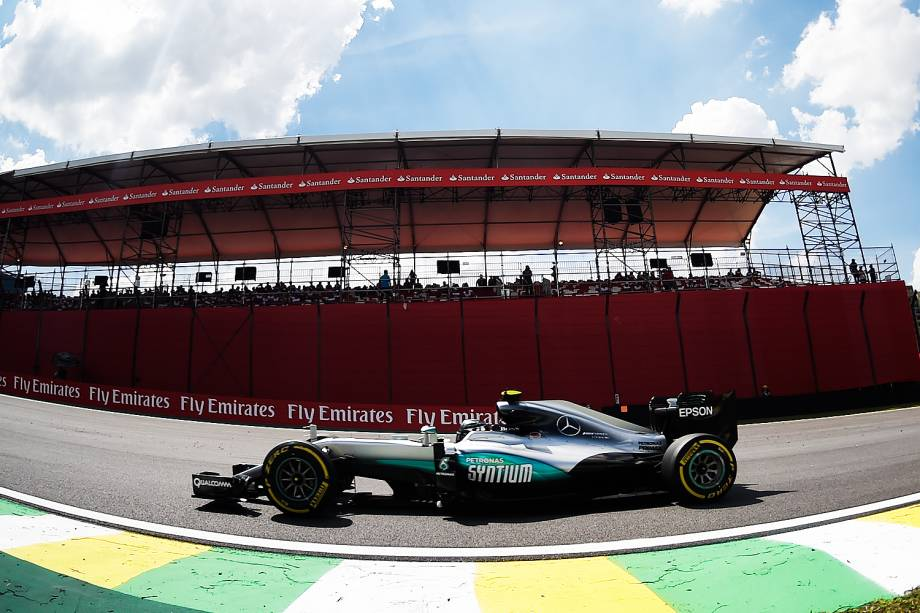O piloto alemão Nico Rosberg, da Mercedes, durante treino livre para o Grande Prêmio Brasil de Fórmula 1, no Autódromo de Interlagos, na zona sul de São Paulo - 11/11/2016