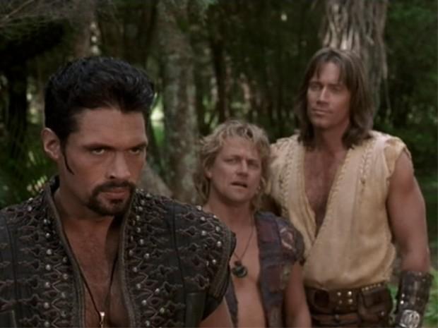 (E-D) Ares, Iolaus e Hércules.