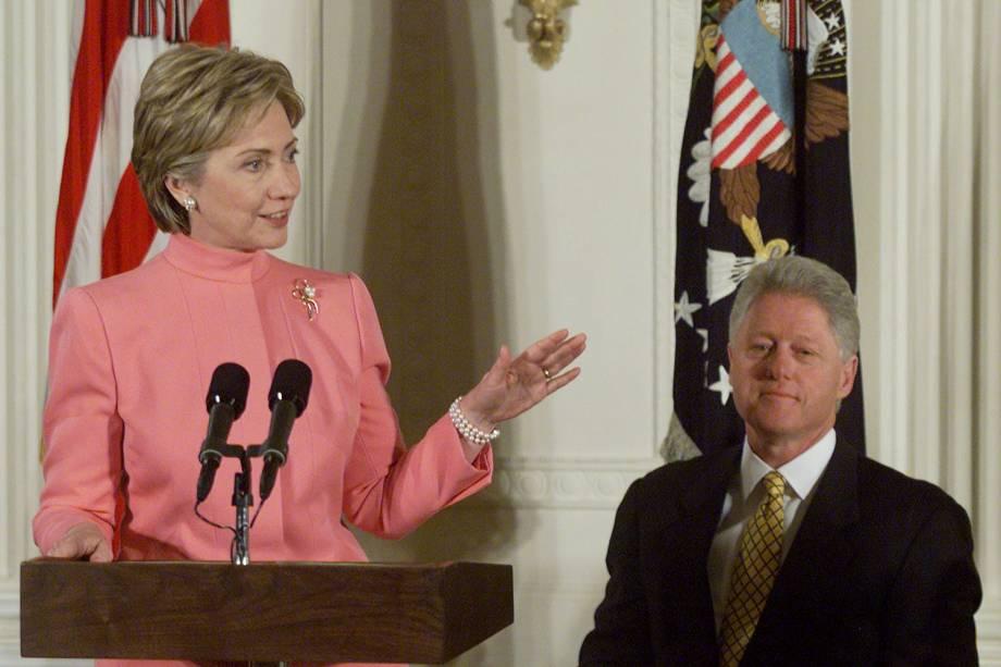 Bill Clinton e a primeira-dama Hillary Clinton em 2000