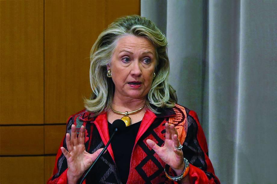 A secretária de estado Hillary Clinton fala no departamento em Washington -  25/10/2012