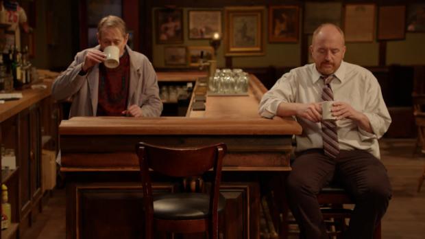 (E-D) Buscemi e Louis em 'Horace and Pete'
