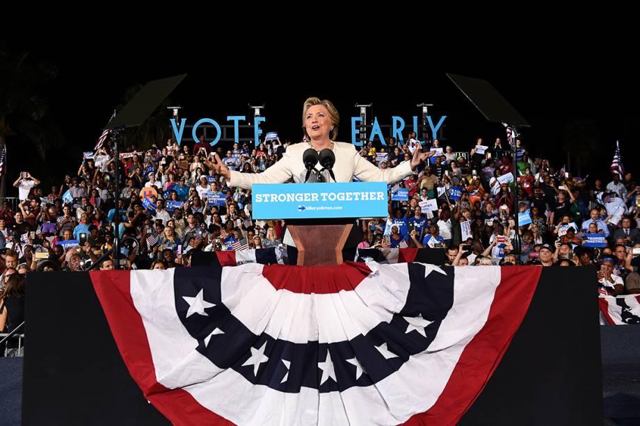 Candidata democrata à presidência dos Estados Unidos, Hillary Clinton, durante campanha eleitoral em Fort Lauderdale, na Flórida - 02/11/2016