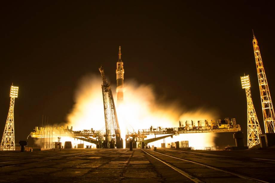 A nave espacial Soyuz MS-03 é lançada com o astronauta da NASA Peggy Whitson, o cosmonauta russo Oleg Novitskiy e o astronauta Thomas Pesquet da ESA no Cosmódromo de Baikonur no Cazaquistão - 18/11/2016