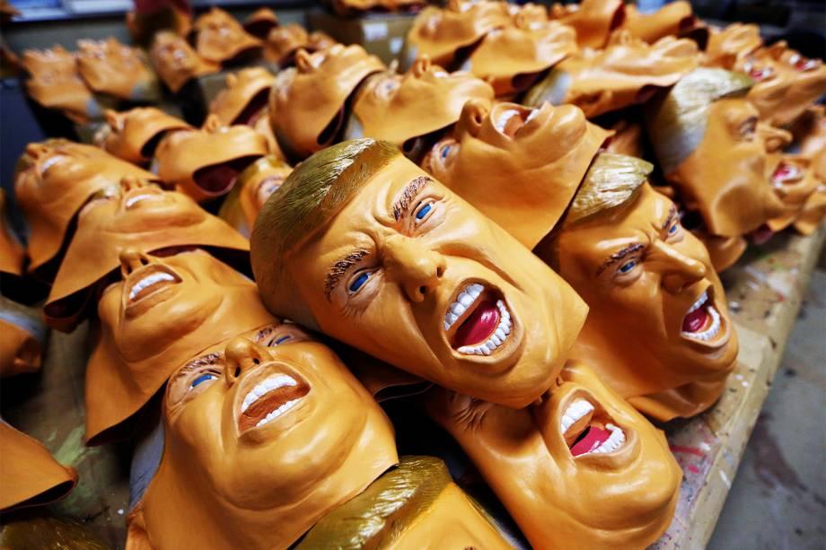 Fábrica produz máscaras de borracha do presidente eleito dos Estados Unidos, Donald Trump, na cidade japonesa de Saitama - 21/11/2016