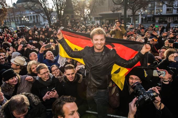 Imagens do dia – Rosberg comemora título na Alemanha