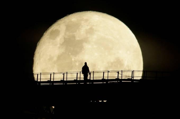 Imagens do dia – Super Lua é vista de Sydney, na Austrália
