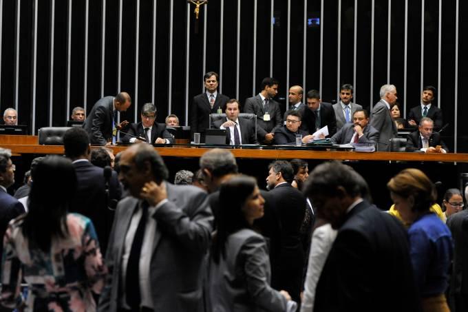 Imagens do dia – Votação do projeto anti-corrupção na Câmara