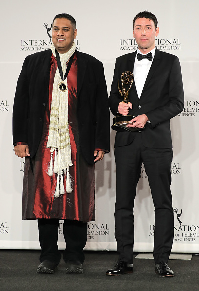 (E-D) Krishnendu Majumdar e Richard Yee receberam o prêmio por 'Hoff the Record'.