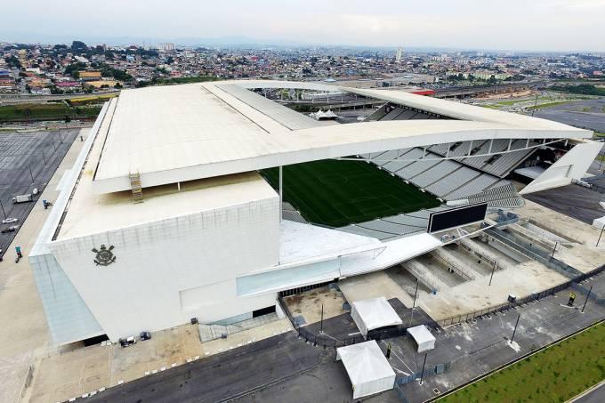 O imponente estádio que abriu a Copa de 2014 se transformou em dor de cabeça para os corintianos