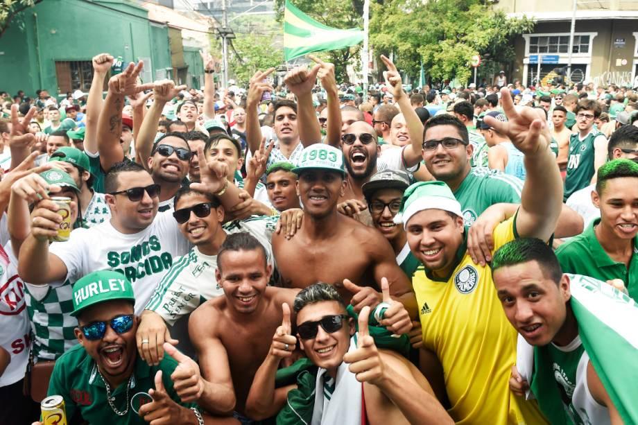 Torcedoresdo Palmeiras lotam as ruas em volta do <span>Allianz Parque</span>para comemorar o título de campeão brasileiro, em São Paulo