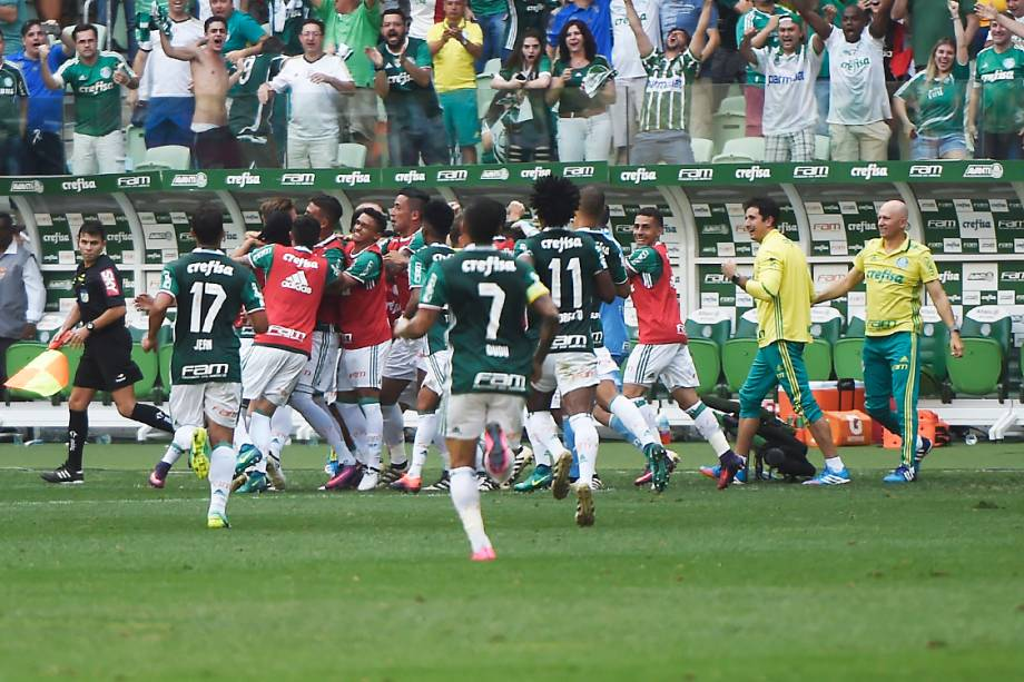 Jogadores do Palmeiras comemoram gol sobrea Chapecoense, pela penúltima rodada do Brasileirão