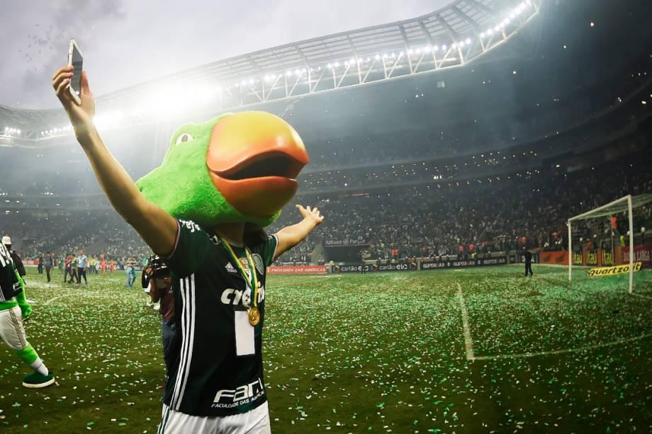 Moisés<span>comemora título do Campeonato Brasileiro após partida contra a Chapecoense, em São Paulo</span>