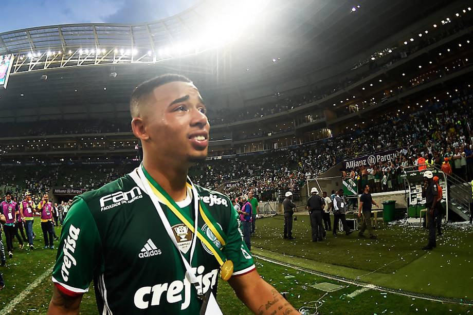 Gabriel Jesus se emociona ao ser campeão do Campeonato Brasileiro, após partida contra o Chapecoense - 27/11/2016