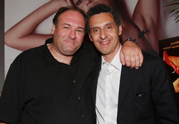 (E-D) James Gandolfini e John Turturro em 2007 (Foto: Getty)