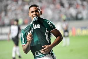 Gabriel Jesus se emocionou ao marcar diante do Atlético-MG, em BH