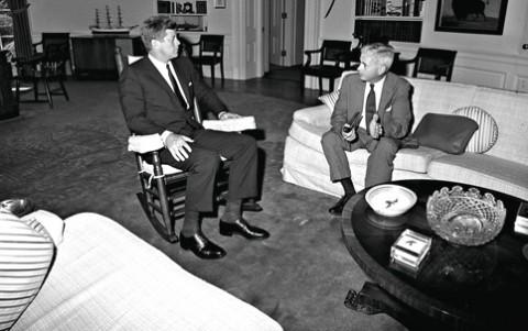 O presidente Kennedy com o embaixador Lincoln Gordon: o que foi que disseram?