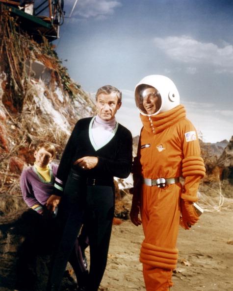 (E-D) Billy Mumy, Jonathan Harris e o ator convidado Lew Gallo em cena de 'Perdidos no Espaço' (Foto: CBS/Arquivo)