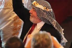Lula fantasiado durante homenagem de empresários árabes