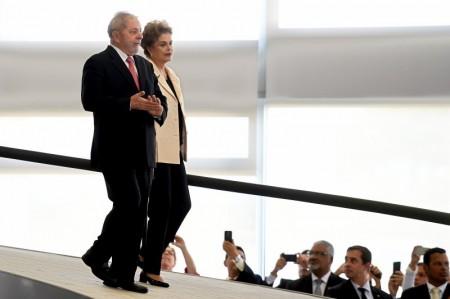 Lula-e-Dilma-Descem
