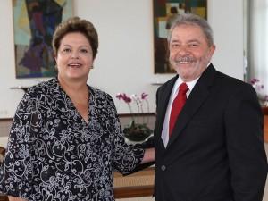 """Lula: """"a candidata é ela"""""""