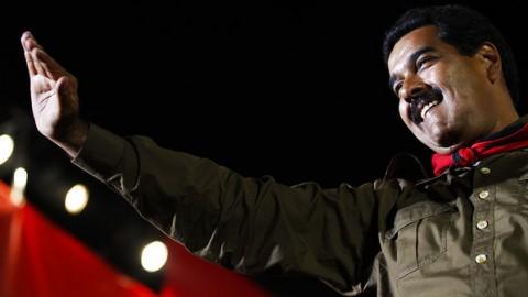 Maduro: quando o psicopata não está falando com passarinhos ou enxergando a imagem de Chávez nas ruínas de Caracas, está matando pessoas