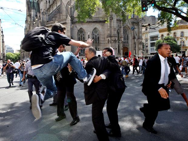 manifestante-voadora