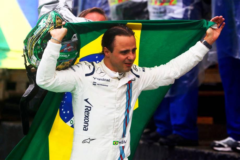 Felipe Massa carrega bandeira do Brasil, em sua despedida do Autódromo de Interlagos - 13/11/2016