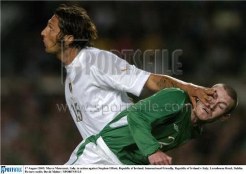 Este de branco parece Materazzi jogando algo parecido com futebol, mas é Ideli Salvatti dialogando com a oposição