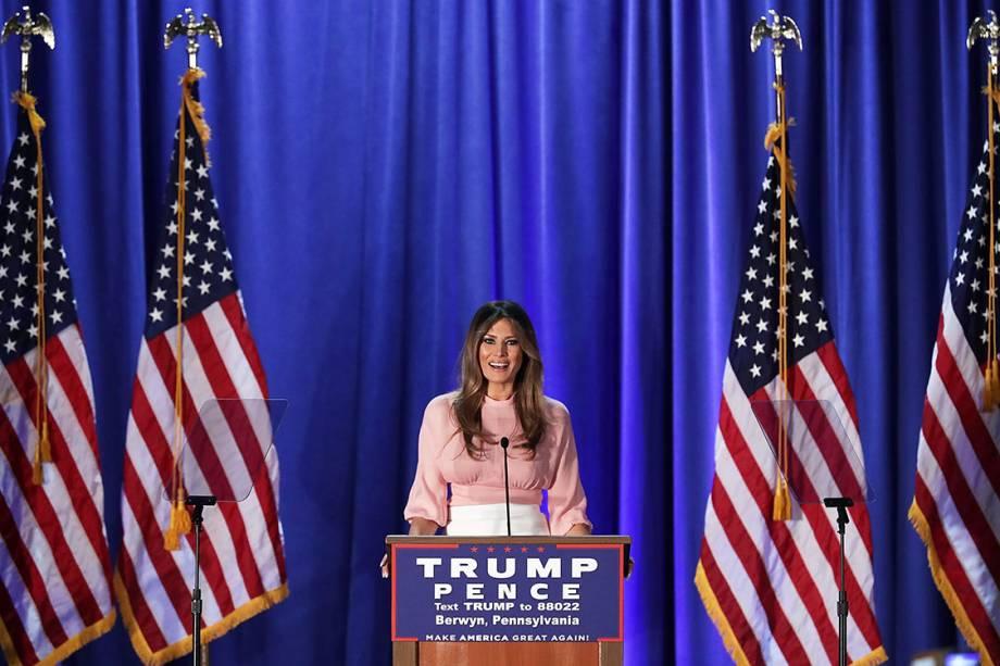 Melania Trump, esposa do presidenciável Donald Trump, discursa durante campanha na Pensilvânia