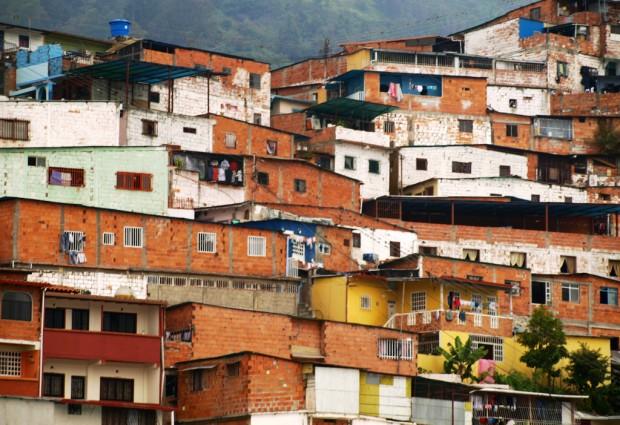 Favela em Mérida, na Venezuela: pobreza é terreno fértil para doenças de fácil prevenção (Foto Jorge Andrés Paparoni Bruzual/ Flickr)
