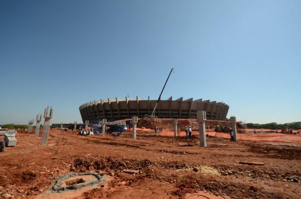 Obras no entorno do Mineirão, antes de a arena ser entregue, no ano passado