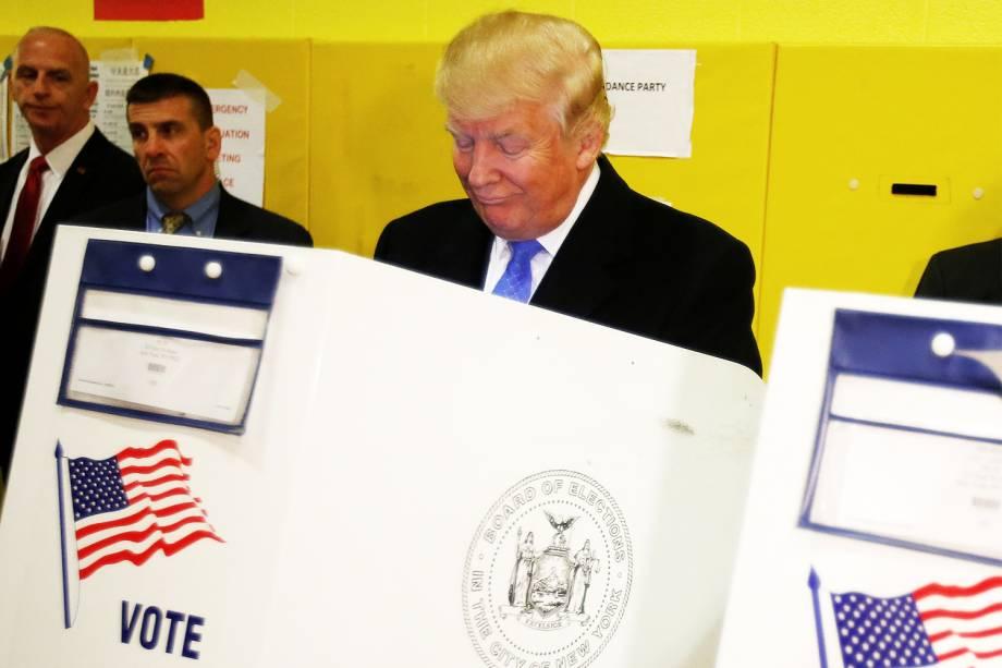 O candidato republicano à Presidência dos Estados Unidos, Donald Trump, vota na Public School 59, em Nova York - 08/11/2016