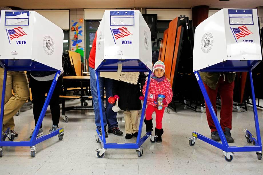 Eleitores votam em Manhattan, Nova York - 08/11/2016